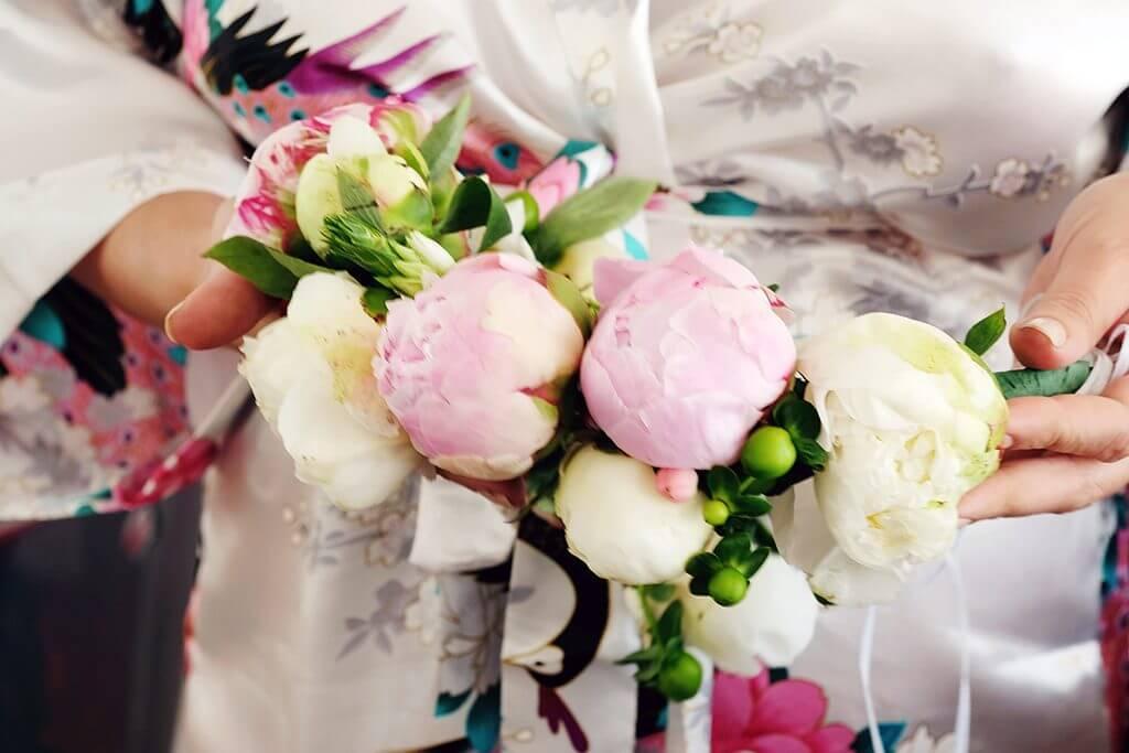Destination wedding in island paros bridal bouquet