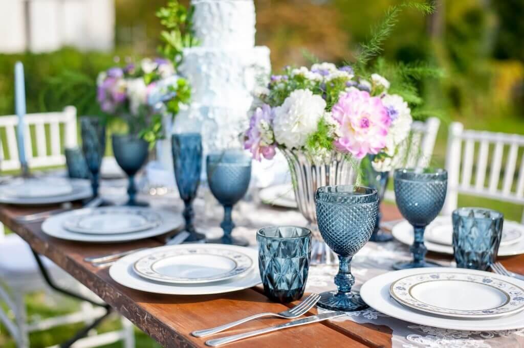 blue garden table decoration