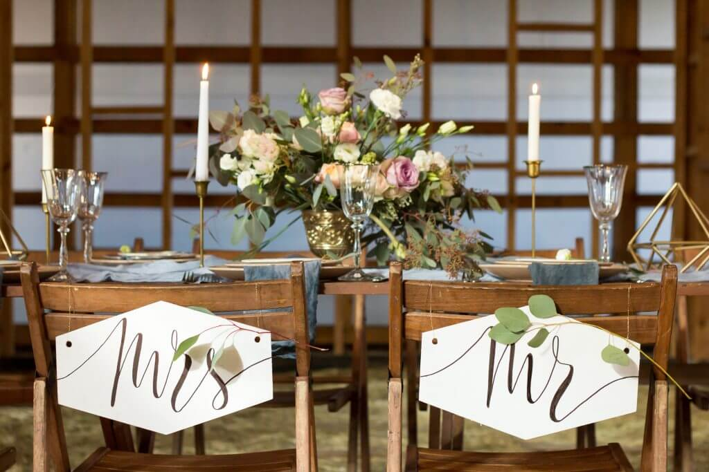 gold wooden table decoration