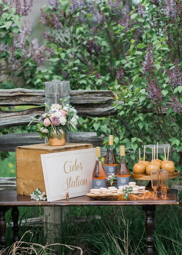 cider bar wedding idea