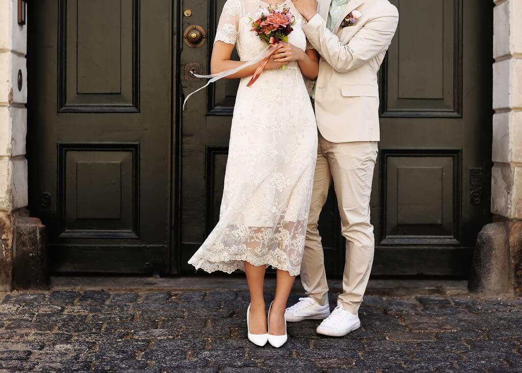 on-foot wedding transportation idea